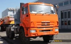 Мощный трехосный грузовик КамАЗ 65221